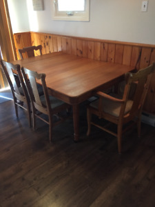 Solid Oak Table with 4 Chairs & Hutch