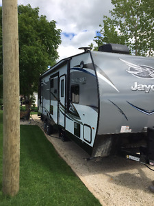 AMAZING JAYCO OCTANE TOY HAULER T-32-C- SAVE HUGE