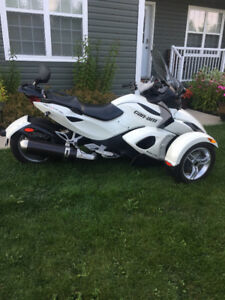 2012 Canam Spyder RS.