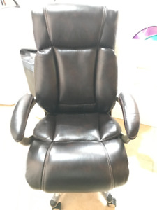Executive Office Chair !!! BRAND NEW !!!