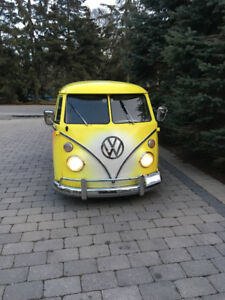 1967 Volkswagen 13 Window Deluxe Bus