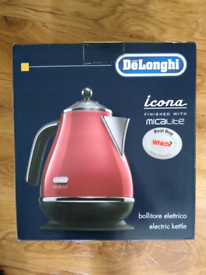 DeLonghi Kettle&Toaster Set in Red
