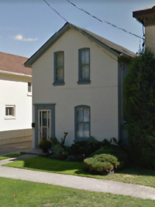 5-brm single family house for rent on Peel St.