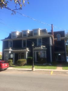 Executive Waterfront 3 bedroom + Den in Heritage bldg downtown