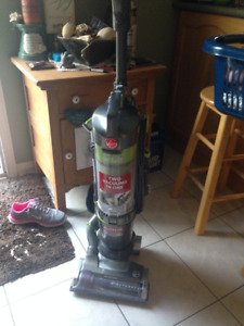 Vacuum (Hoover Upright) for sale 2 in one
