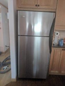 Réfrigérateur 2 portes frigidaire stainless