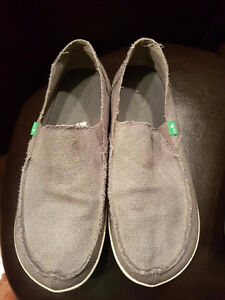 Men's size 11 sanuk's