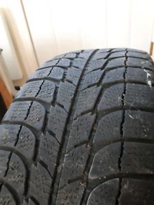 2 pneus d'hiver Michelin 215/65 r17