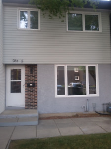 2 BR Townhouse condo step from U of Manitoba/FRC avail.1st Sept
