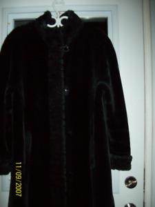 ladies long black  winter coat with hoad  size 16-18w