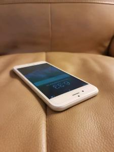 iPhone 6 - 64GB **UNLOCKED**
