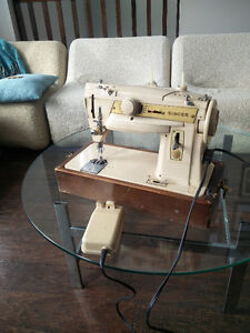 Singer 411G- Industrial quality sewing machine