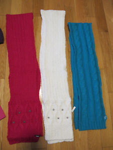 3 FOULARDS, 1 CACHE-COU POUR FILLETTE  -3 FOULARDS: BLANC, ROSE