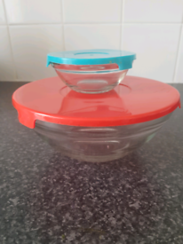 Free glass bowls with plastic lids