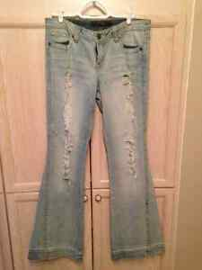 Jessica Simpson NWOT Jeans with destruction/ Size 30)