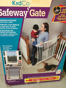 White Safeway Extendable Baby Gate
