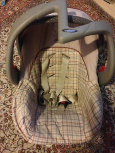 Infant car seat and base in excellent shape for sale!!!!..