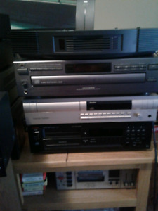 CD PLAYERS 4 SALE JVC HK BOSE IS SOLD