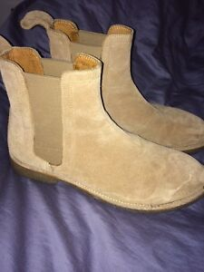 Chelsea boots size 11.5