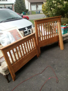 Single bed frame ( Solid Maple)