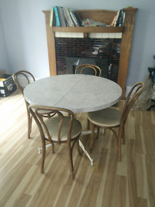 1960s Faux-marble Dining Table