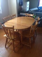 Dining Room Table Set and 6 Chairs