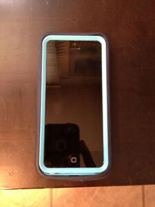 Mint Condition IPhone 5c with Defender OtterBox locked to Bell
