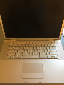 "MacBook Pro 15"" Intel Core 2 Duo 2.5GHz 3GB RAM 250GB HD"