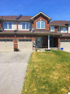 Townhouse in Sought After Alcona