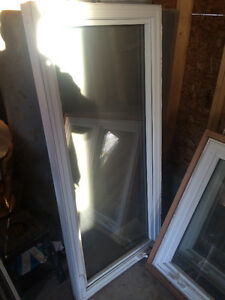 Selling 1 Window and Screen