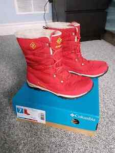 Like new Columbia boots size 7 women  London Ontario image 1
