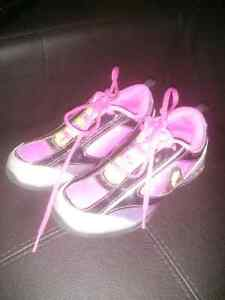 Girls Size 1 Shoes and Sandals Kitchener / Waterloo Kitchener Area image 2