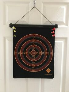 Magnetic dart board with 6 magnetic darts