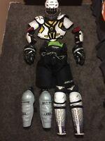Full set of hockey gear (no skates) ages 10-13