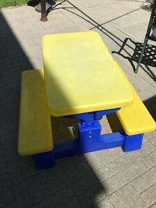 HENRY BRAND KID'S PICNIC TABLE