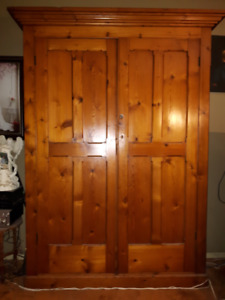 ONE OF A KIND - 1800 HUTCH / CABINET - MUST GO