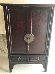 Dresser / wardrobe in very good condition.