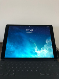iPad Pro 12.9 256 GB 2ND GEN with keyboard and pen