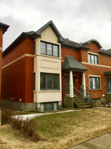 executive town house for rent in Pointe-Claire