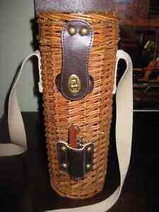 VINTAGE - WICKER - WINE BOTTLE CARRYING CASE & STRAP & COCKSCREW
