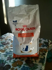 Hypoallergenic Cat Dry Food  *Opened* 3/4 remain