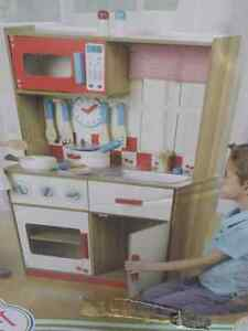 NEW SPARK WOODEN DELUXE KID'S KITCHEN WITH 18 PIECE ACC.