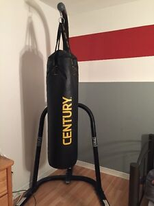 Sac de boxe avec support / Punching bag with stand
