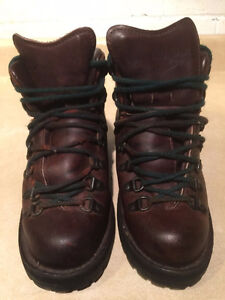 Women's Danner Gore-Tex Hiking Boots Size 6 London Ontario image 2