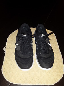 Nike Running Shoes - Men's Size 7