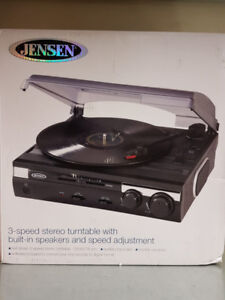 JENSEN - 3-SPEED STEREO TURNTABLE WITH BUILT-IN SPEAKERS$49.98