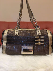 Guess women purse Windsor Region Ontario image 1