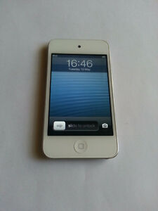 8 gig 4th gen ipod touch white in great shape barley used