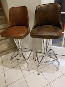 Bar stools that swivel,  like brand new. Set of four. $ 30.00 ea