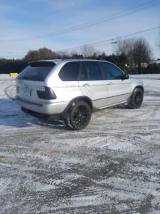 2003 BMW X5 181 000km Extrement Propre 2800$ ferme